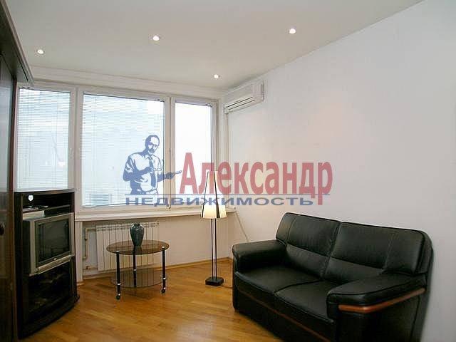 2-комнатная квартира (55м2) в аренду по адресу Индустриальный пр., 23— фото 1 из 2