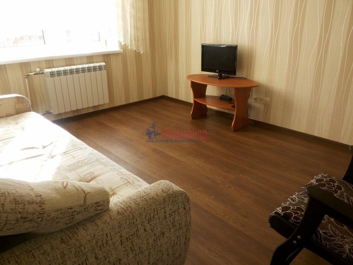 Комната в 2-комнатной квартире (63м2) в аренду по адресу Новосмоленская наб., 1— фото 2 из 8