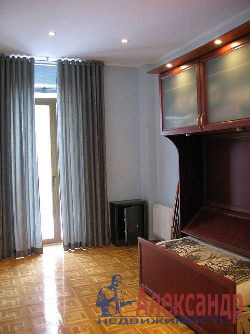 2-комнатная квартира (80м2) в аренду по адресу Веденеева ул., 2— фото 8 из 9