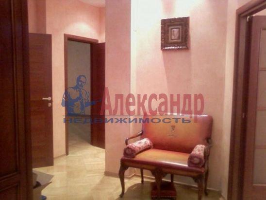 2-комнатная квартира (70м2) в аренду по адресу Петровский пр., 14— фото 1 из 5