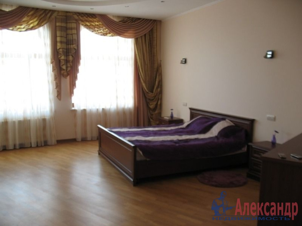 3-комнатная квартира (130м2) в аренду по адресу Большая Конюшенная ул., 3— фото 3 из 4
