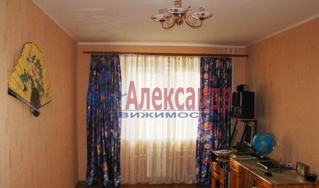 2-комнатная квартира (64м2) в аренду по адресу Октябрьская наб., 5— фото 2 из 4