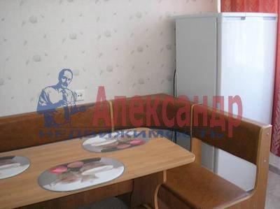 1-комнатная квартира (43м2) в аренду по адресу Нахимова ул., 11— фото 1 из 3