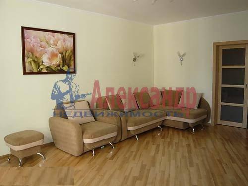 2-комнатная квартира (70м2) в аренду по адресу Новаторов бул., 67— фото 4 из 6