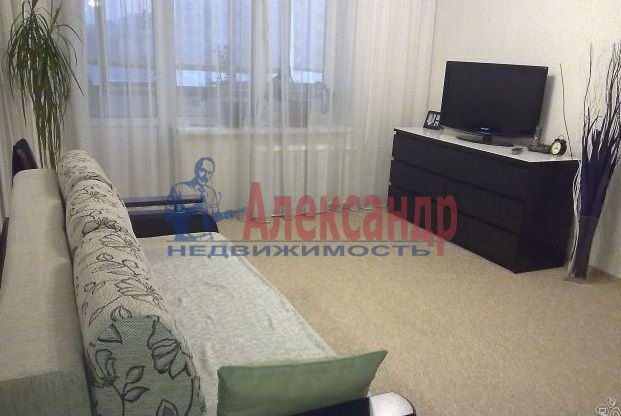 1-комнатная квартира (40м2) в аренду по адресу Маршала Казакова ул., 26— фото 1 из 4