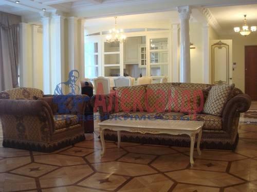 3-комнатная квартира (90м2) в аренду по адресу Пироговская наб.— фото 1 из 5