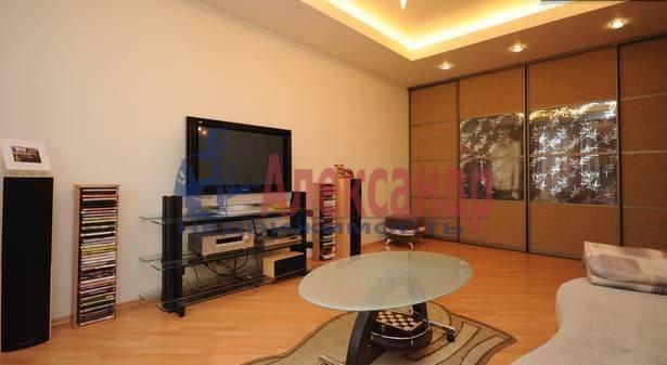 3-комнатная квартира (90м2) в аренду по адресу Кораблестроителей ул., 32— фото 1 из 9