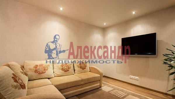 2-комнатная квартира (69м2) в аренду по адресу Союзный пр., 4— фото 1 из 6