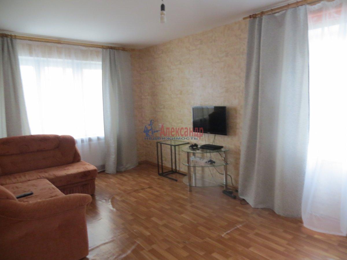 1-комнатная квартира (40м2) в аренду по адресу Ленсовета ул., 88— фото 3 из 5