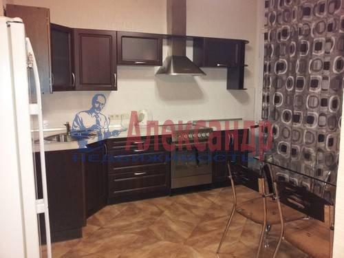 1-комнатная квартира (46м2) в аренду по адресу Композиторов ул., 12— фото 2 из 4