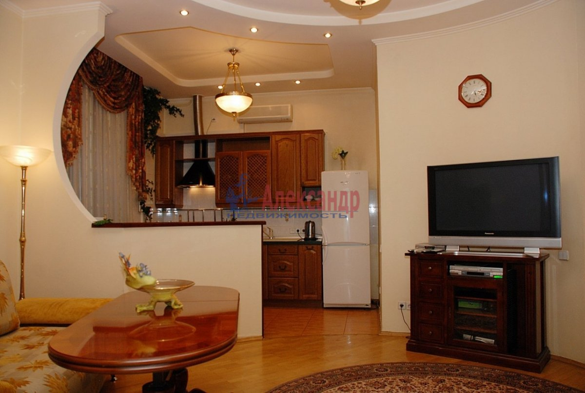 2-комнатная квартира (69м2) в аренду по адресу Композиторов ул., 10— фото 1 из 1