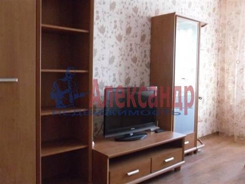 2-комнатная квартира (60м2) в аренду по адресу Комендантский пр., 13— фото 2 из 6