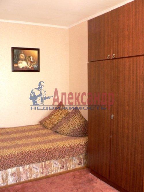Комната в 3-комнатной квартире (72м2) в аренду по адресу Средний В.О. пр., 61— фото 1 из 3