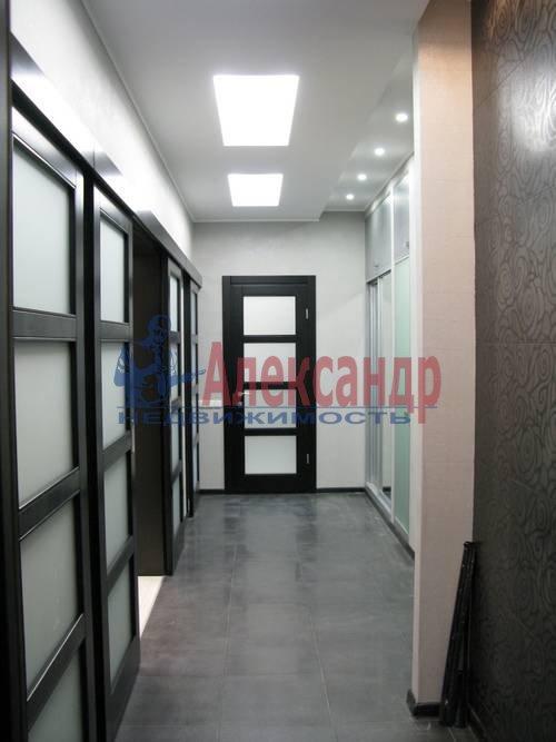 2-комнатная квартира (75м2) в аренду по адресу Новгородская ул., 23— фото 15 из 16