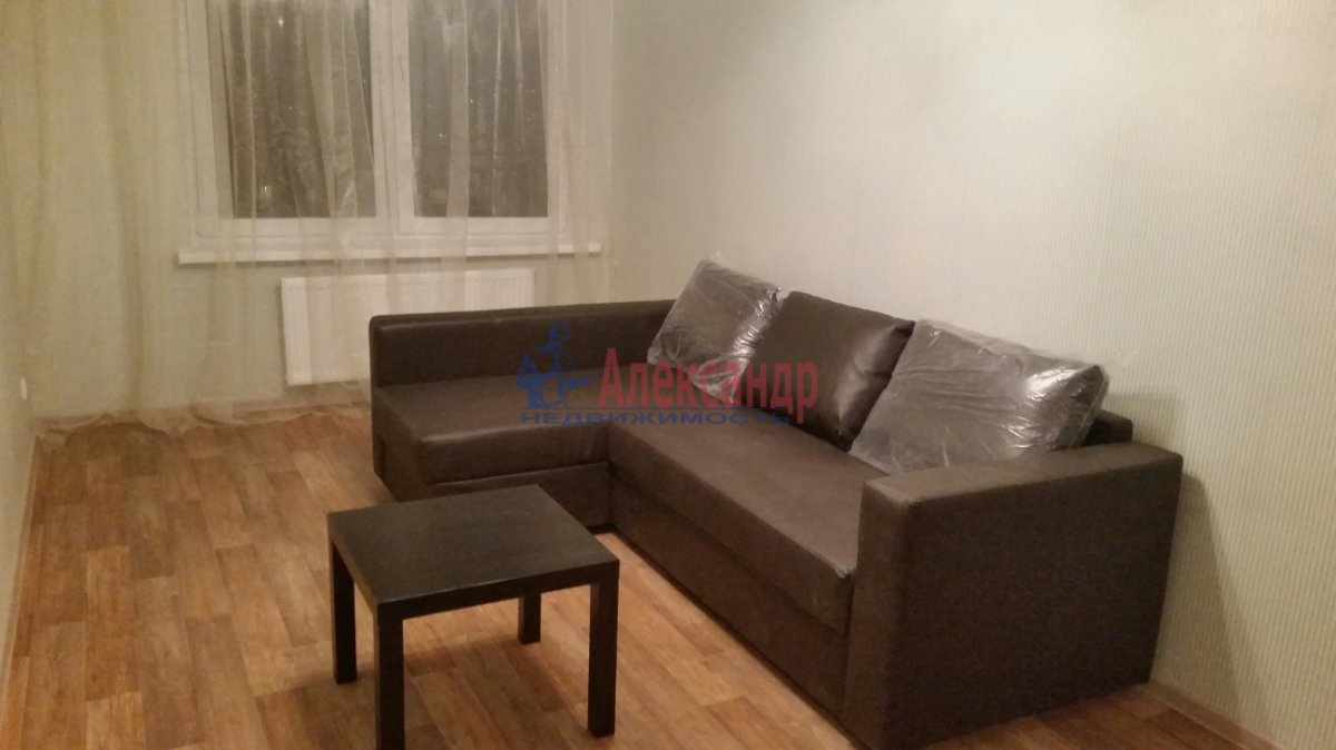 Комната в 2-комнатной квартире (51м2) в аренду по адресу Славы пр., 34— фото 1 из 4