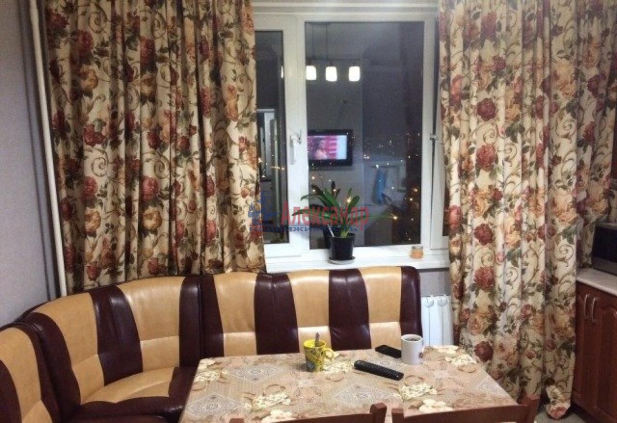 Комната в 2-комнатной квартире (43м2) в аренду по адресу Пулковская ул., 3— фото 1 из 4