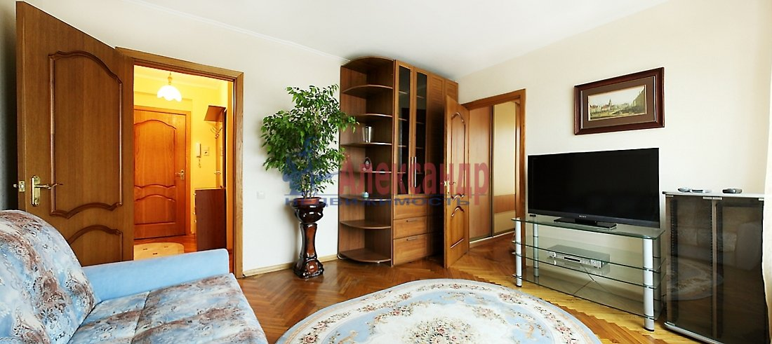 2-комнатная квартира (67м2) в аренду по адресу Мира ул., 24— фото 4 из 8