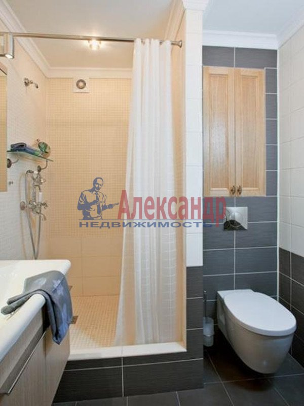 2-комнатная квартира (100м2) в аренду по адресу Гангутская ул., 6— фото 3 из 5