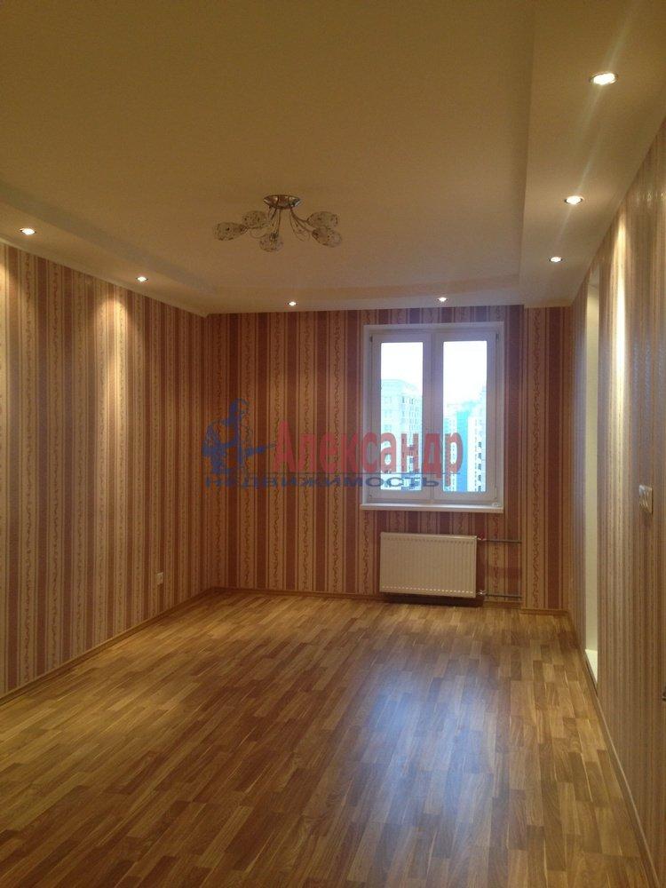 2-комнатная квартира (55м2) в аренду по адресу Доблести ул., 7— фото 2 из 9