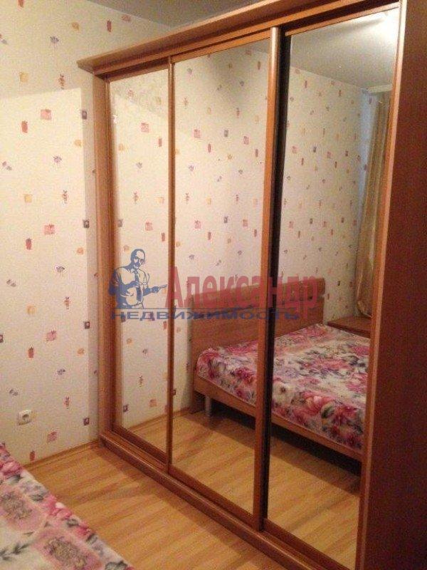 2-комнатная квартира (57м2) в аренду по адресу Ленсовета ул., 69— фото 3 из 8