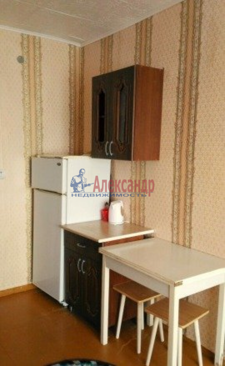 Комната в 4-комнатной квартире (96м2) в аренду по адресу 9 линия В.О., 48— фото 4 из 4
