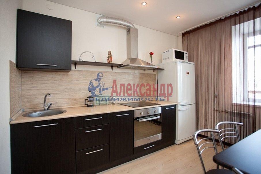 1-комнатная квартира (39м2) в аренду по адресу Оптиков ул., 38— фото 1 из 3