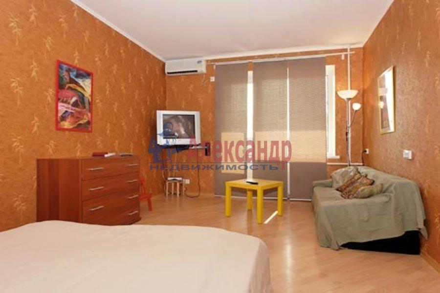 2-комнатная квартира (100м2) в аренду по адресу Гангутская ул., 8— фото 2 из 7