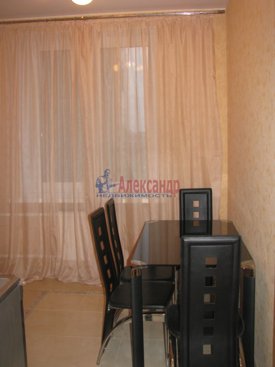 1-комнатная квартира (48м2) в аренду по адресу Дыбенко ул., 11— фото 5 из 10