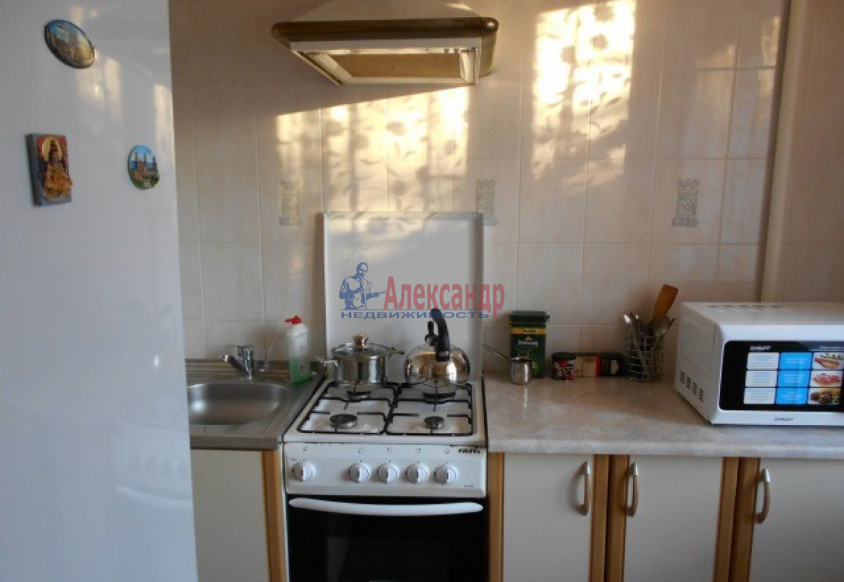 1-комнатная квартира (34м2) в аренду по адресу Ветеранов пр., 76— фото 1 из 3