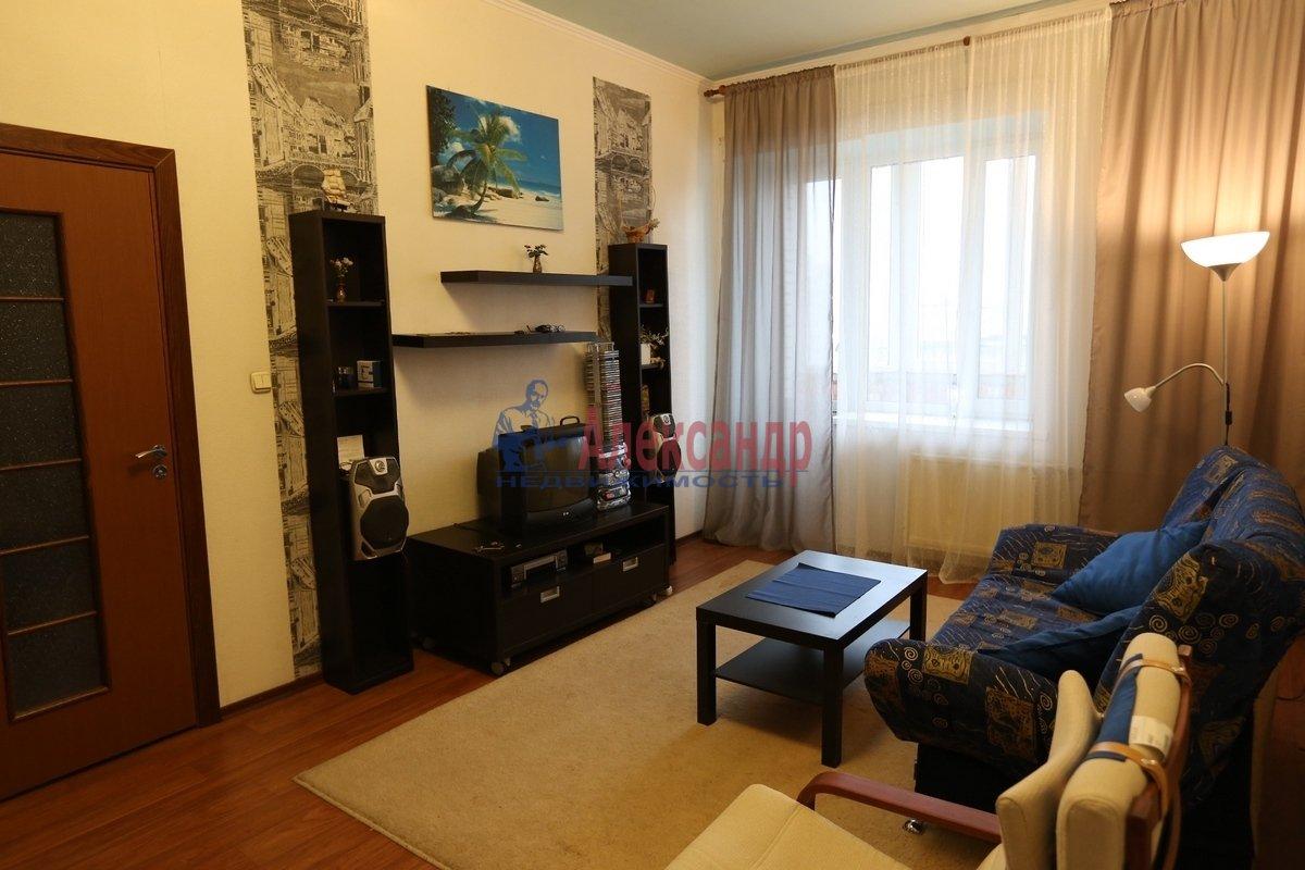 1-комнатная квартира (46м2) в аренду по адресу Галстяна ул., 1— фото 2 из 8