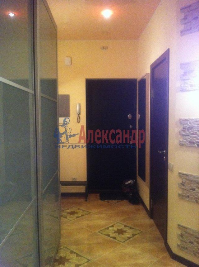 2-комнатная квартира (72м2) в аренду по адресу Просвещения просп., 99— фото 3 из 13