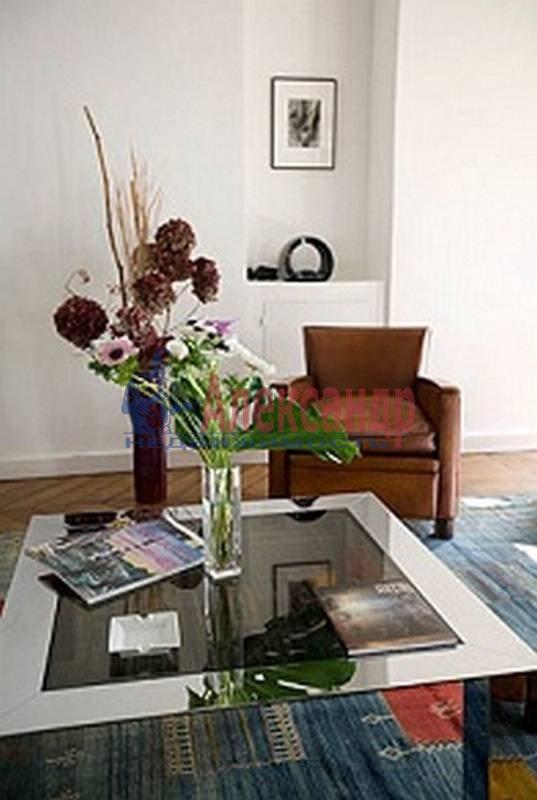 2-комнатная квартира (70м2) в аренду по адресу Невский пр.— фото 2 из 4