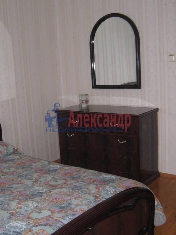3-комнатная квартира (65м2) в аренду по адресу Кораблестроителей ул., 46— фото 1 из 8