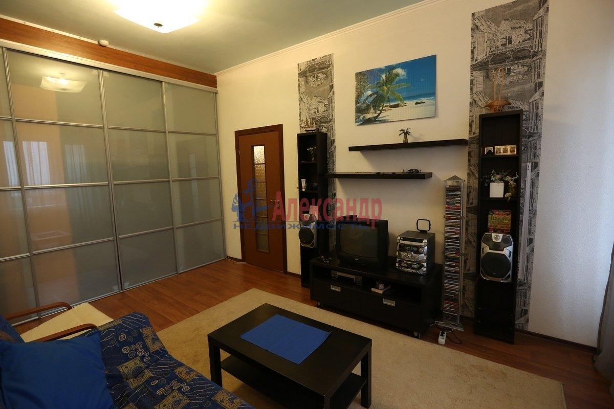 1-комнатная квартира (46м2) в аренду по адресу Галстяна ул., 1— фото 1 из 8