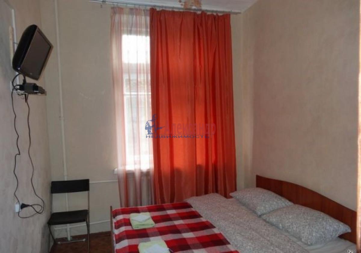 Комната в 3-комнатной квартире (61м2) в аренду по адресу Краснопутиловская ул., 15— фото 1 из 4