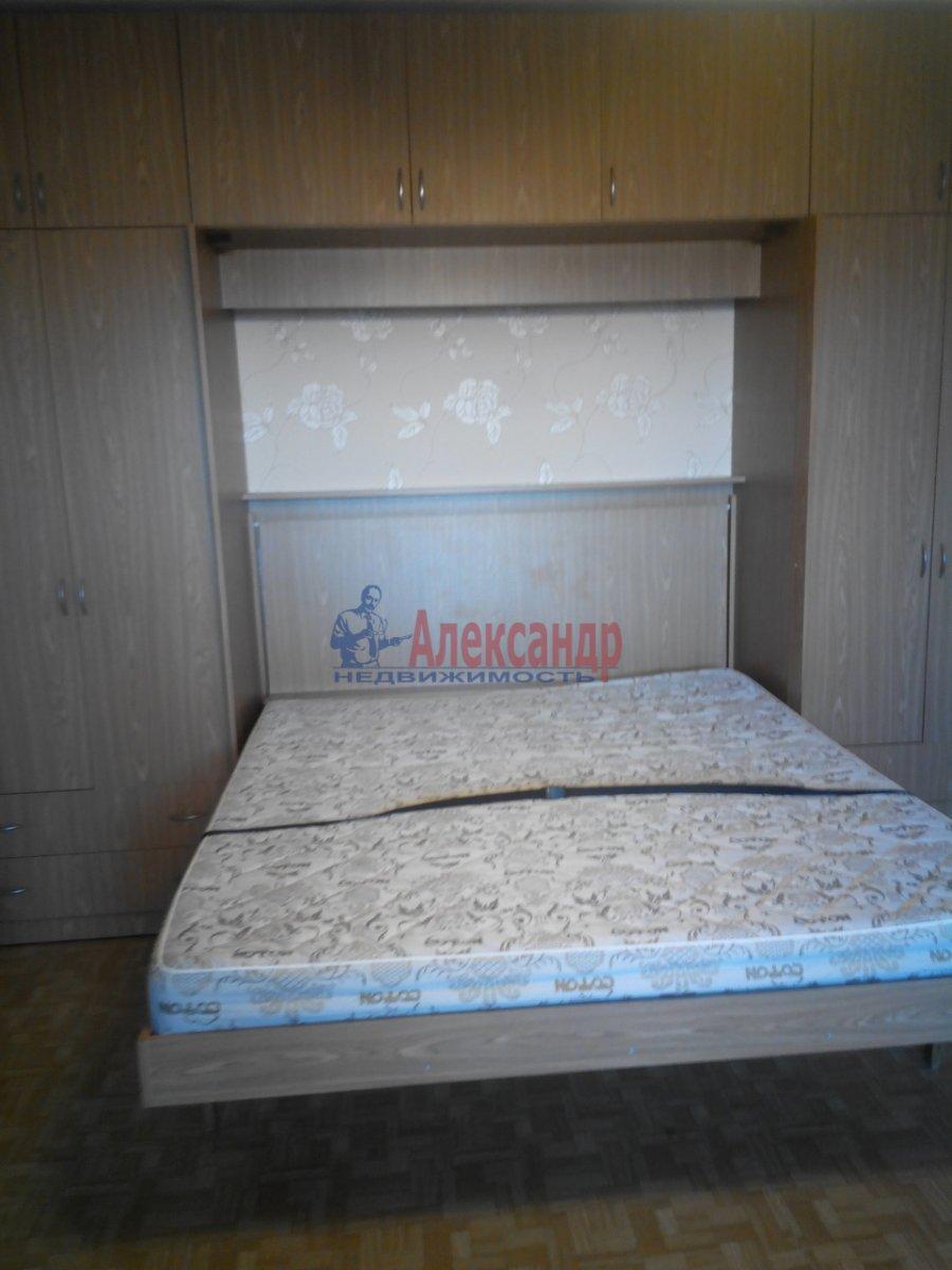 1-комнатная квартира (38м2) в аренду по адресу Лодейнопольская ул., 12— фото 3 из 4