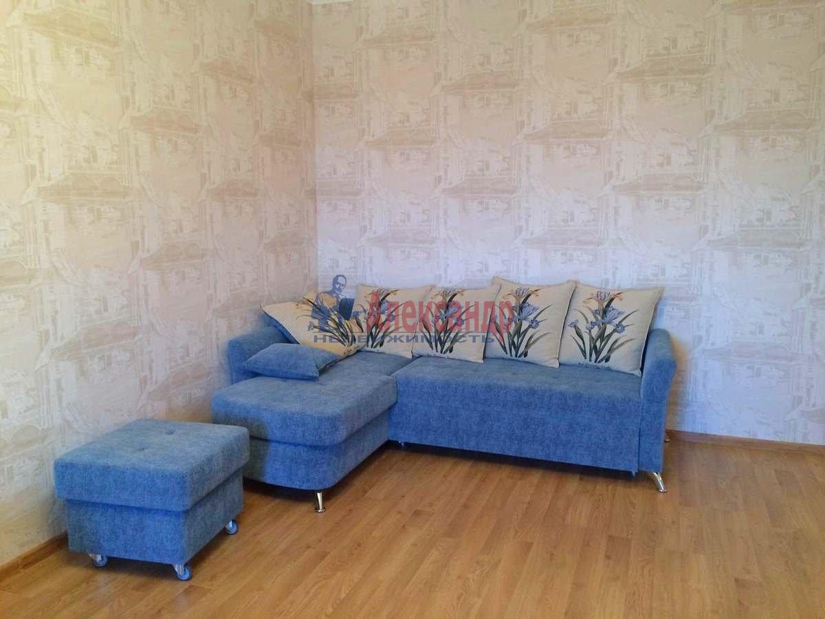 2-комнатная квартира (63м2) в аренду по адресу Есенина ул., 1— фото 4 из 10