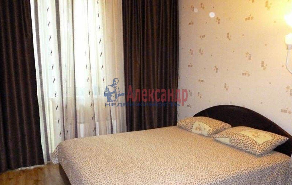 2-комнатная квартира (53м2) в аренду по адресу Кондратьевский пр., 64— фото 2 из 5