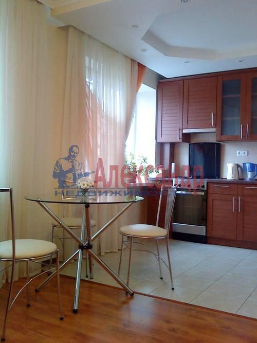 2-комнатная квартира (75м2) в аренду по адресу Стачек пр., 92— фото 1 из 5