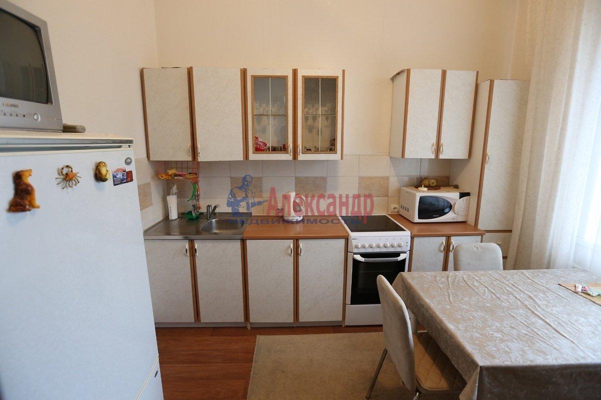1-комнатная квартира (46м2) в аренду по адресу Галстяна ул., 1— фото 4 из 8