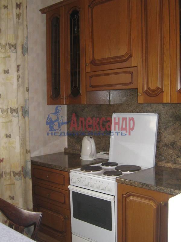 3-комнатная квартира (65м2) в аренду по адресу Кораблестроителей ул., 46— фото 3 из 8