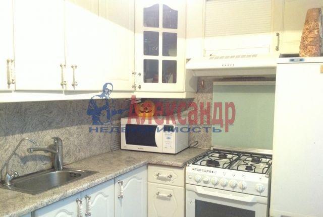 1-комнатная квартира (34м2) в аренду по адресу Шаумяна пр., 75— фото 2 из 3