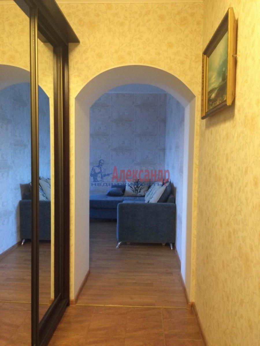 2-комнатная квартира (63м2) в аренду по адресу Есенина ул., 1— фото 7 из 10