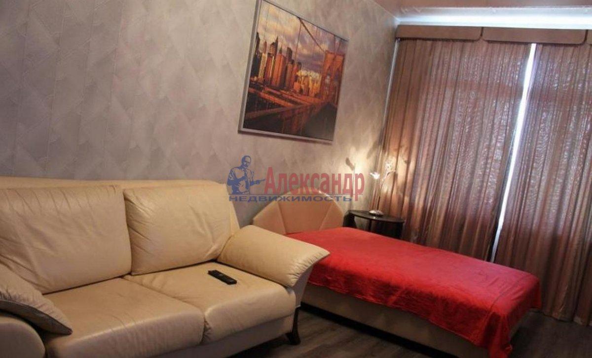 1-комнатная квартира (40м2) в аренду по адресу Бассейная ул., 10— фото 1 из 3