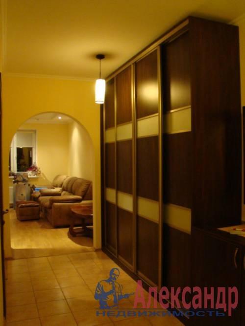 2-комнатная квартира (70м2) в аренду по адресу Генерала Симоняка ул., 4— фото 1 из 7