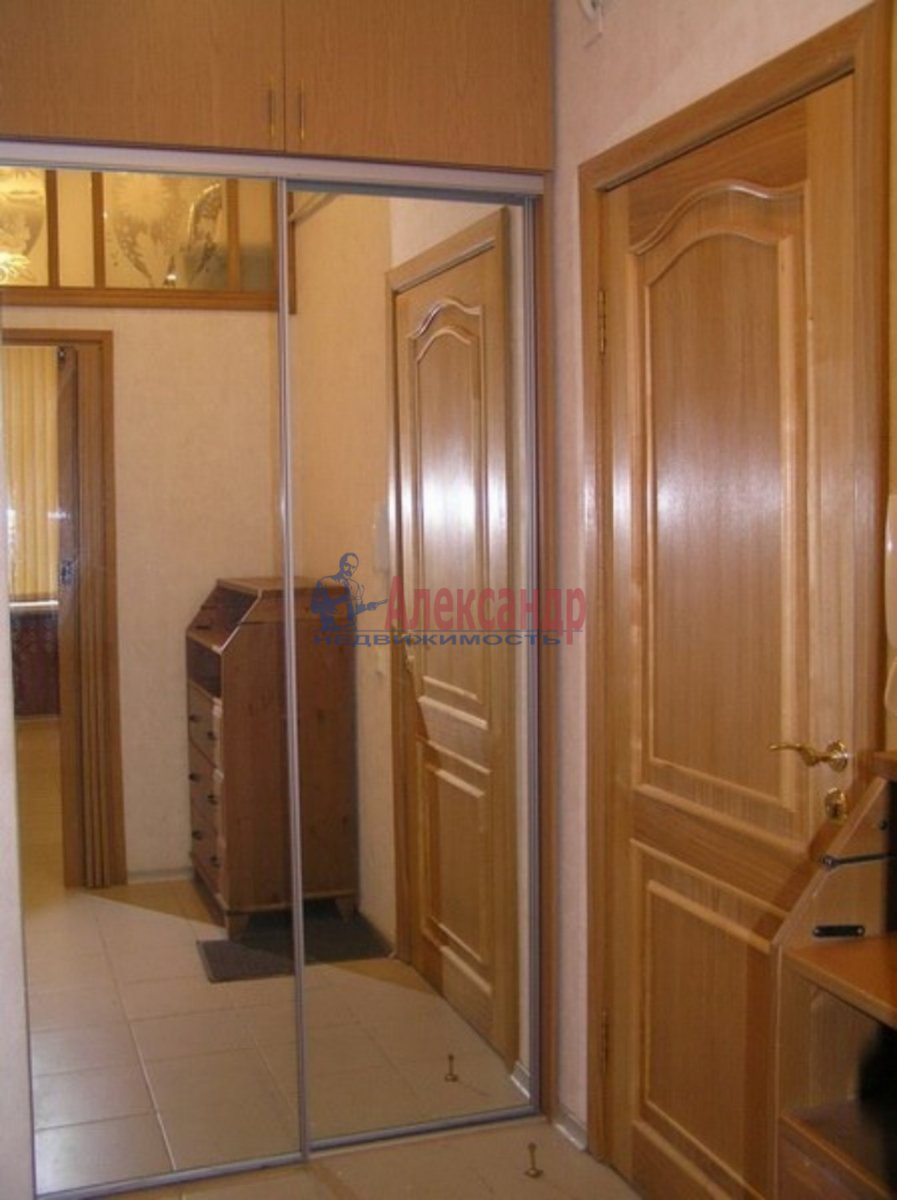 1-комнатная квартира (46м2) в аренду по адресу Шаврова ул., 13— фото 1 из 3