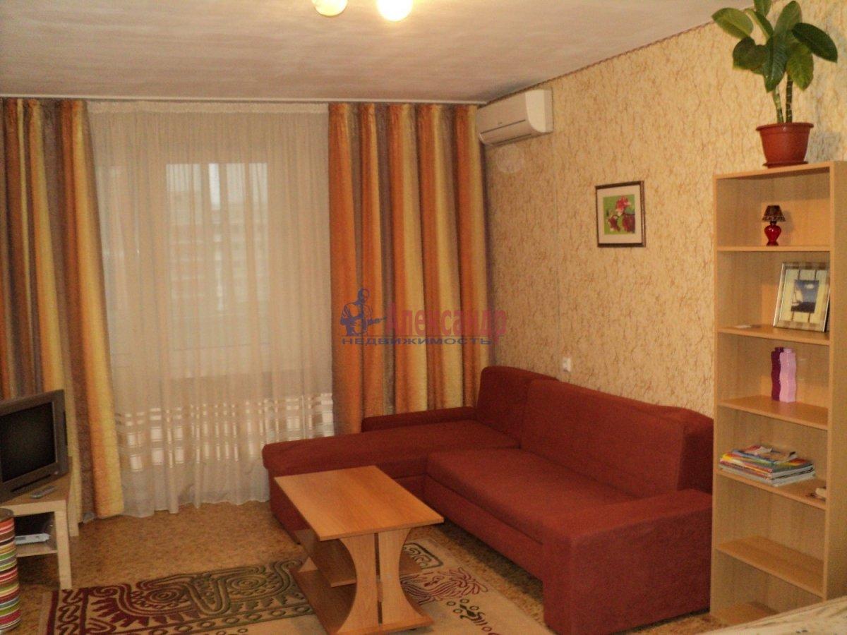 2-комнатная квартира (80м2) в аренду по адресу Пулковская ул., 6— фото 1 из 1