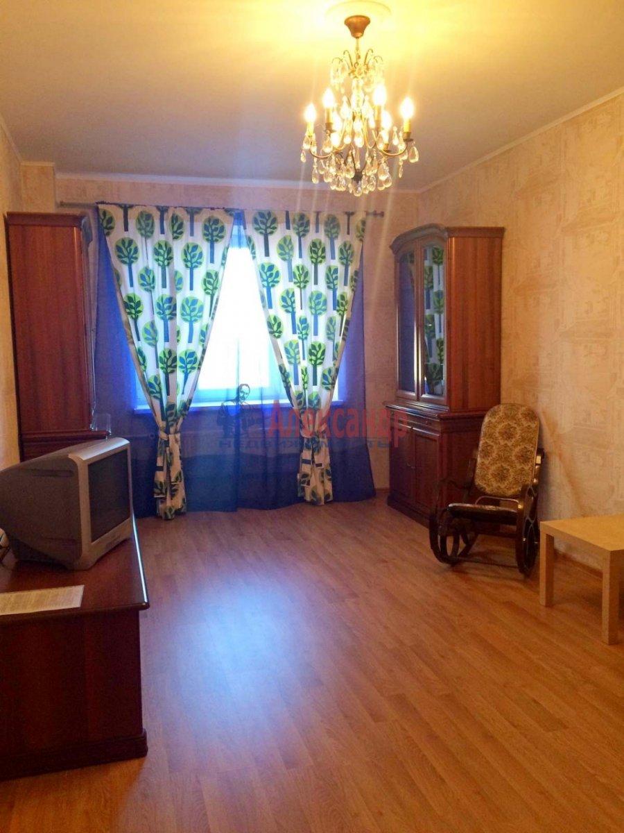 2-комнатная квартира (63м2) в аренду по адресу Есенина ул., 1— фото 10 из 10