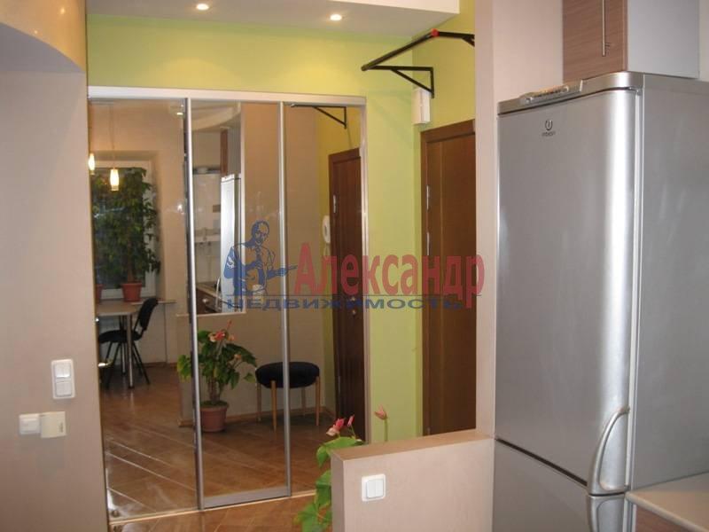 3-комнатная квартира (62м2) в аренду по адресу Ропшинская ул., 32— фото 3 из 11