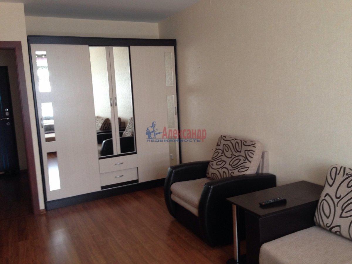 1-комнатная квартира (42м2) в аренду по адресу Оптиков ул., 35— фото 2 из 17